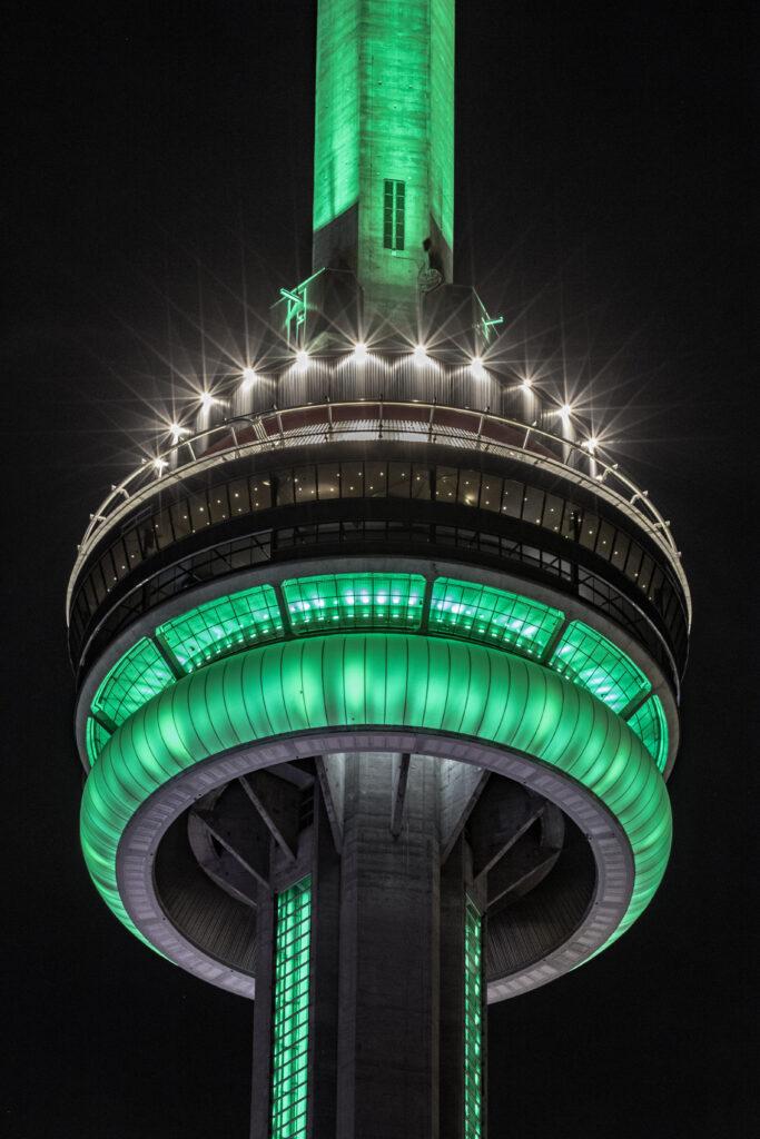CN Tower, Toronto, ON - Courtesy of @jgazze